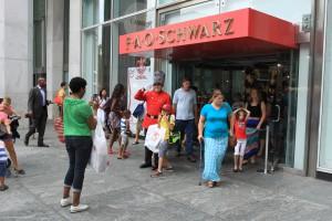 FAO Schwarz closes its doors on Fifth Avenue