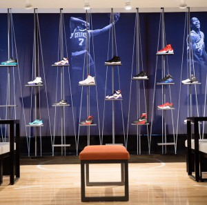 Le mur de sneakers. (Photo NBA Store)