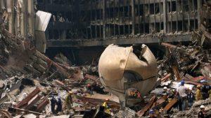 La Sphère dans les décombres, en septembre 2001. (Photo PA)