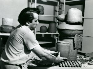 Peter Voulkos. (Photo Library of Congress)